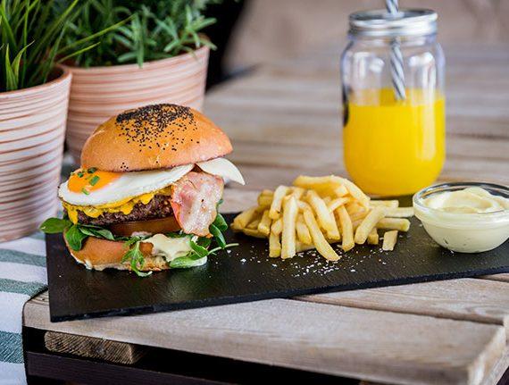 Burger-chivito-yecla33