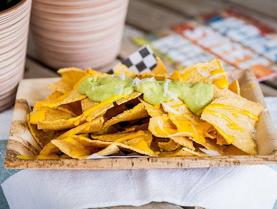 Entrante-nachos-dos-salsas-yecla33