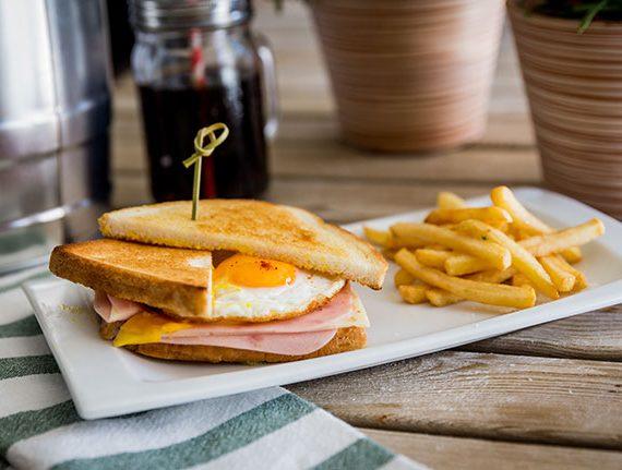 Sandwich-mixto-con-huevo