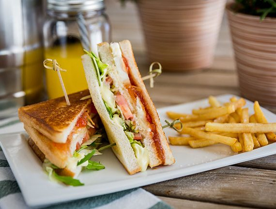 Sandwich-vegetal-queso-de-cabra